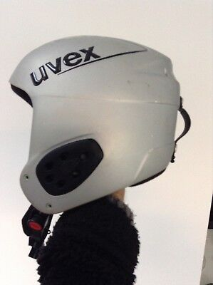 SKI OR SNOWBOARD HELMET. UVEX BRAND. CHILD OR TEEN SIZE 57-58cm
