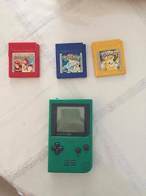 GameBoy Pocket + 3 jeux Pokemon jaune, rouge et bleu