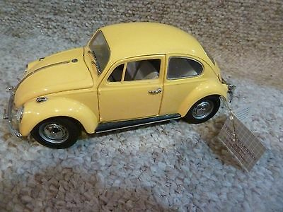 Franklin Mint Yellow 1967 Volkswagon Beetle 1:24 scale model from 1992 EX
