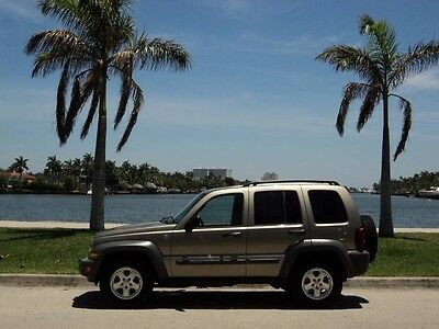 2006 Jeep Liberty  2006 JEEP LIBERTY CRD 4X4 4WD AWD DIESEL 1OWN NON SMOKER CLEAN CARFAX MUST SELL!