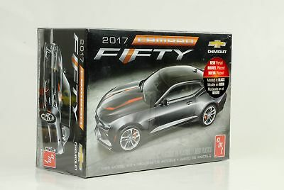 2017 Chevrolet Camaro SS Fifty 50th Chevy Kit Bausatz 1:25 AMT 1035M