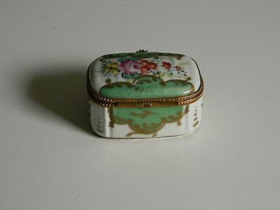 Gorgeous Signed Meissen Porcelain Snuff Box w/ Hand Painted Flowers