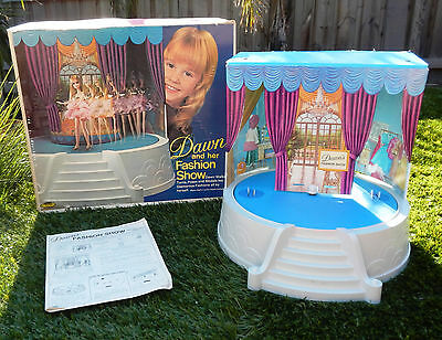 Vintage Topper Dawn Dolls Fashion Show Stage with Box - WORKING !
