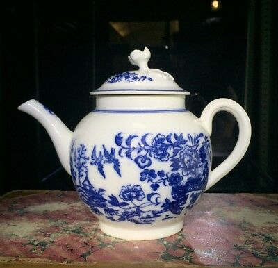 Caughley teapot, printed in blue with the 'Fence' pattern, c. 1765
