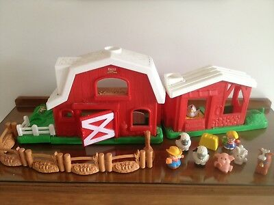 Fisher Price Barn , With Animals , Little People Etc    ( No Sound )