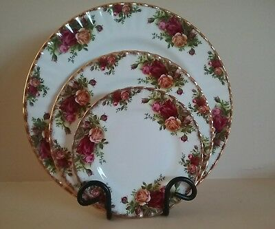 Royal Albert Old Country Roses Trio :  Dinner, Salad, Side plates