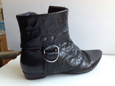 Womens black short boot size 8 M soft sole~Bronx good condition