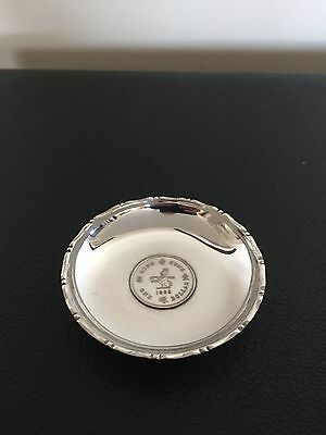 LOVELY STERLING SILVER DISH WITH  A ONE DOLLAR 1988 HONG KONG COIN CENTRED 31Gr