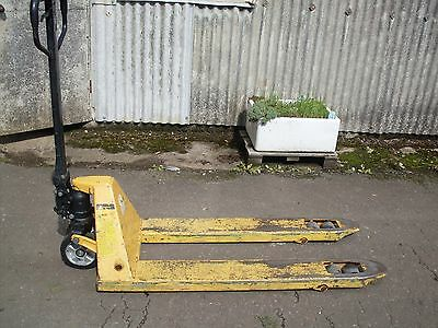 2000 Kg Pallet Truck - Good Condition -  in full working order