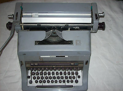 Vintage Olivetti Linea 88 Typwriter Good condition