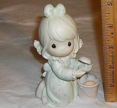 Precious Moments 1993 Figurine IT IS NO SECRET WHAT GOD CAN DO Pearl Oyster EUC