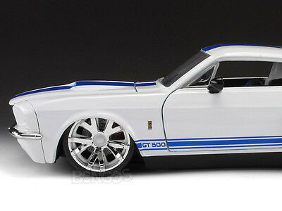 "1967 Shelby GT500 ""CUSTOM"" 1:24 Scale Diecast Model (White)"