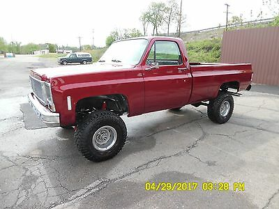 1974 Chevrolet C10 C / K 4WD PICK-UP TRUCK  1974 Chevrolet 1/2 ton 4-WHEEL DRIVE PICK-UP TRUCK EXCELLENT CONDITION LIFT KIT