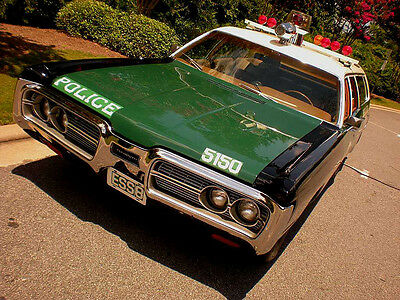 1972 Plymouth Fury  1972 PLYMOUTH FURY NYPD POLICE CAR EMERGENCY SERVICE WAGON - HIGH-END REPLICA