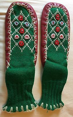 Vintage Childs Knitted Booties Moccasins Socks Applique / Leather Sole Sz 8 Red