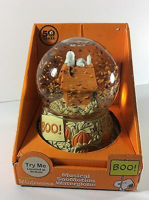 Peanuts 50th Anniversary Musical Snowglobe Snoopy Doghouse Great Pumpkin