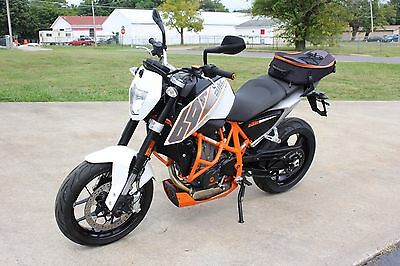2014 Ktm 690 Duke Abs **shipping Starts At $199**  2014 Ktm 690 Duke Abs Sportbike **low Miles, Warranty **shipping Starts At $199*