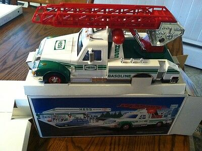 1994 hess rescue truck New in box  7f