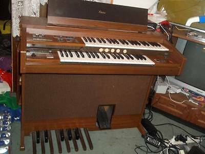 YAMAHA Electrone ORGAN only used a few times as son loves bikes instead