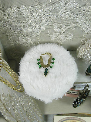 Necklace gold/green   .Dollhouses Scale 1/12