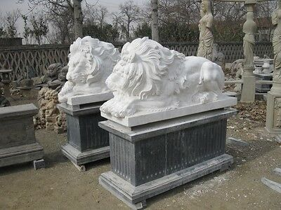 Great Pair Of Laying Hand Carved Marble Lions With Base - Gh76