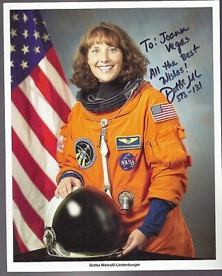 Autograph, Hand Signed, Astronaut DOROTHY METCALF OFFICIAL NASA PHOTO