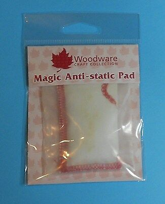 woodware ANTI STATIC BAG/PAD 2352- most useful tool when using embossing powders