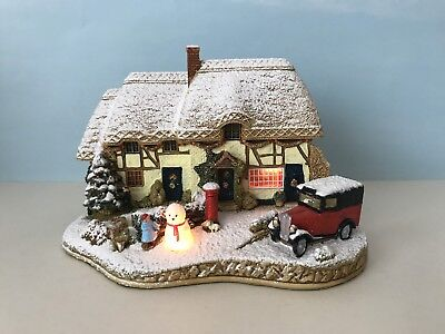 Lilliput Lane (L2834) DECORATING THE HOUSE - With Box & Deeds *Illuminated*