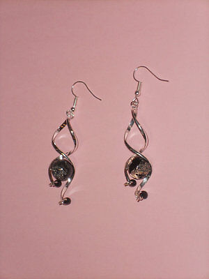 Exquisite,funky,elegant,trendy dangle drop silver with black glass crackle bead