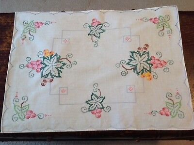 Beautiful Very Good Quality Vintage Linen Cross Stitched Table Centre