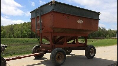 Flicken 200 bushel gravity flow wagon