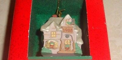 "Hallmark Keepsake ""family Home"" Miniature Old English Village Ornament - Nib"