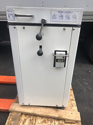 Oliver 619-24 Hydraulic Dough Divider (2008 Model) (Exceptional Condition)