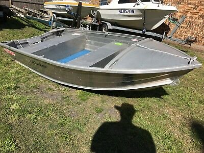 3.19M Sea Sprite Stacer tinny in new condition 2011 not much use.