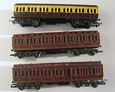 3 Hornby Oo Clerestory Coaches; The Gwr Car Is Complete The Brown Ones Restoring
