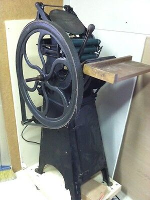 Golding Pearl Printing Press Number 8.