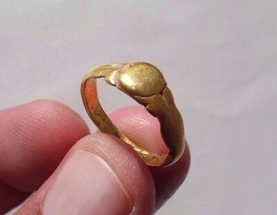 ancient gold Roman beautiful engraved ring,circa Ist century, just as detected
