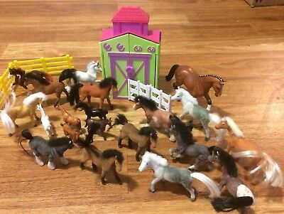 Lot Of 20 Small Horses With Stable, 2 Breyer, 12 Flocked, 1 Scheich And 5 Others