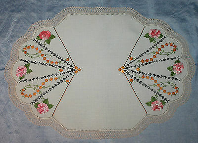 Vintage Embroidered Doily/centre Piece