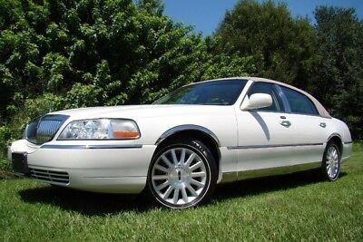 2003 Lincoln Town Car Executive Sedan 4-Door 2003 LINCOLN TOWN CAR ONLY 85K MILES! PEARL WHITE! WHITE WALLS! 1 OWNER! FLORIDA