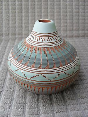 Michael Charlie Navajo Etched Feathers Southwestern American Indian Pottery Vase