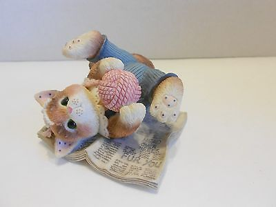 Enesco CALICO KITTENS #295469 Head Over Heels 1997 Cat on newspaper with yarn