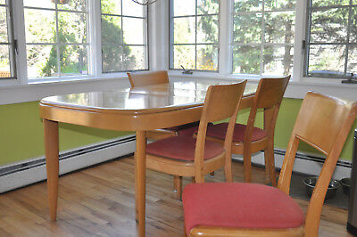 HEYWOOD WAKEFIELD  DINING ROOM TABLE w/ 1 LEAF & 4 DINING CHAIRS