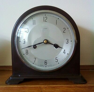 1930s Smiths Enfield Bakelite mantelclock chiming clock in excellent condition.