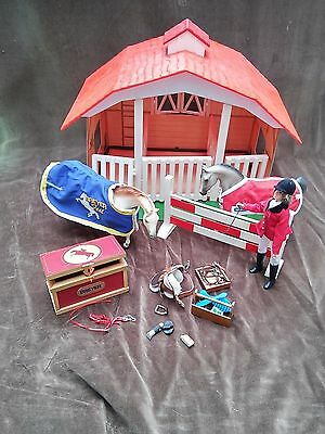Breyer Classics Barn 650 3 Stalls With 2 Horses Rider Saddle Grooming + More