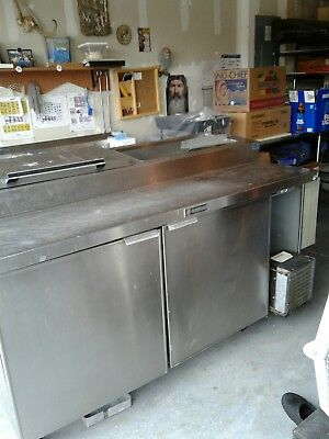 Outdoor kitchen or processing animals,fish and prep food. Refgrator doesn't work