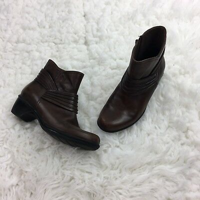 Clarks Women Brown Leather Ankle Boots Short Size 7.5 W Heel Bootie