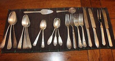 Vtg Lot of 22 Pieces of Silver Plate Silverware Wm Rogers/P.A. Laffe/Fairfield