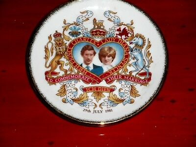 "Old / Vintage 1981 Westminster "" Commemorate wedding of charles & diana"" Plate"
