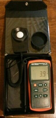 Extech EA30 Easy View Wide Range Light Meter 40 to 40,000 Foot Candles